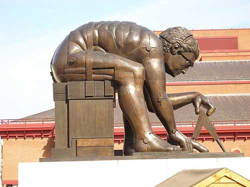 Statue of Newton (after Paolozzi) in the British Library courtyard (London)
