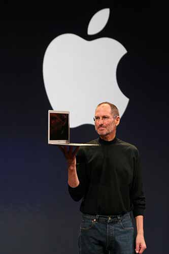 15 января 2008 Steve Jobs c MacBook Air